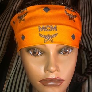 Stylish head band!! NWT